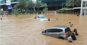 Banjir di Bundaran HI pada awal tahun 2013 merupakan salah satu yang mencekam.