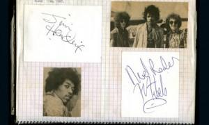 Album koleksi tanda tangan selebritis ternama
