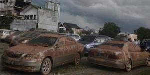 Mobil kelelep banjir