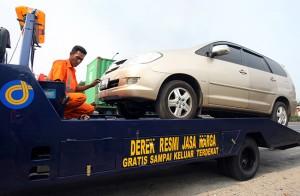 Layanan derek gratis sudah jadi standar fasilitas asuransi mobil.