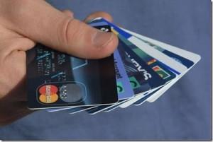 punya banyak kartu kredit