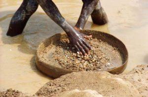 Penambang batu berlian. (Wikimedia Commons/USAID Guinea)