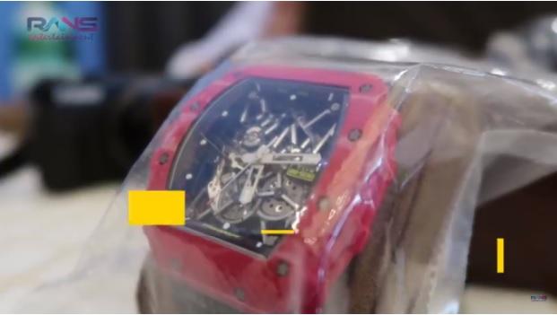 Jam tangan Richard Mille Red Carbon NTPT (YouTube Rans Entertainment)