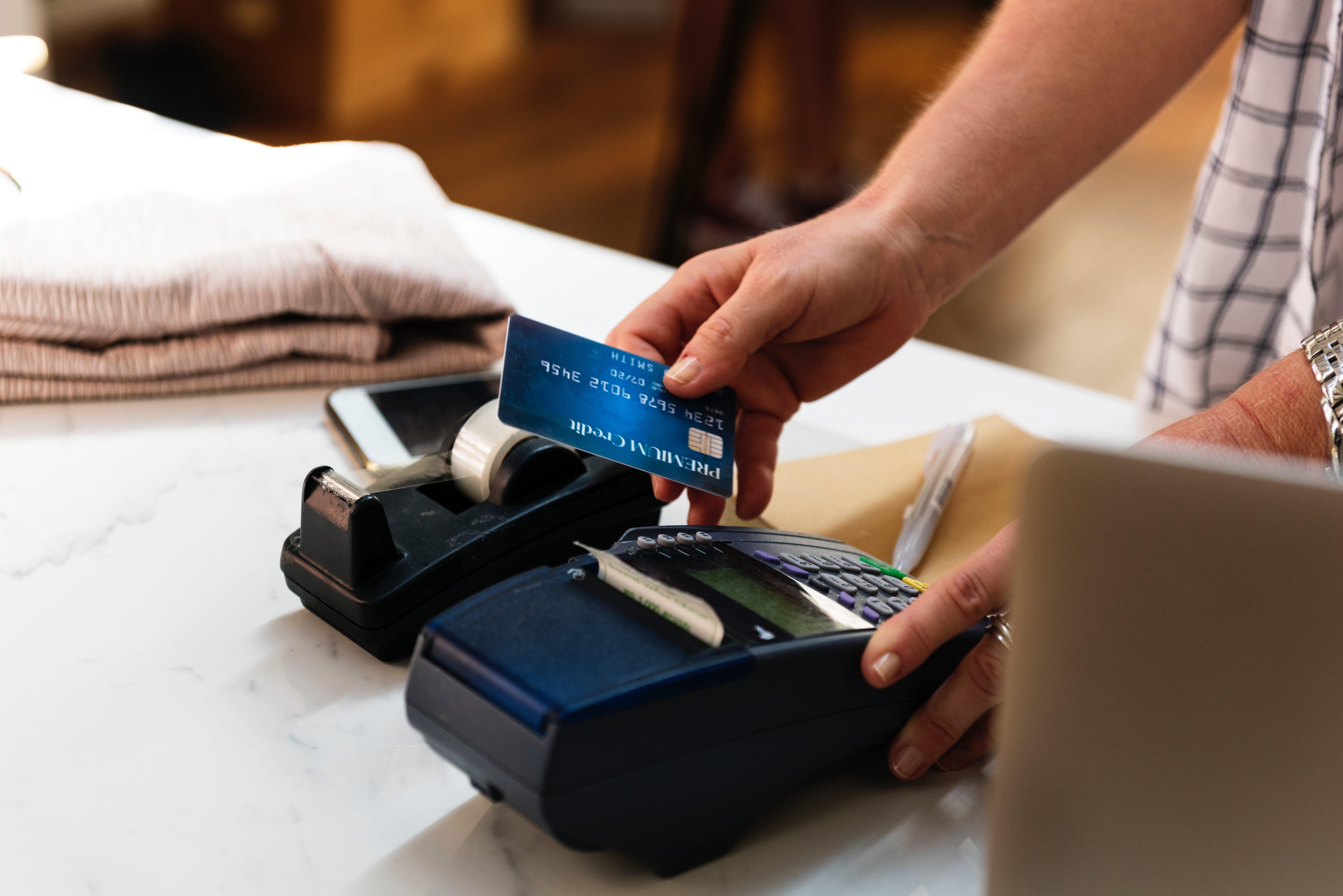 Pakai kartu kredit jangan sampai melebihi limit ya. (Pixabay)