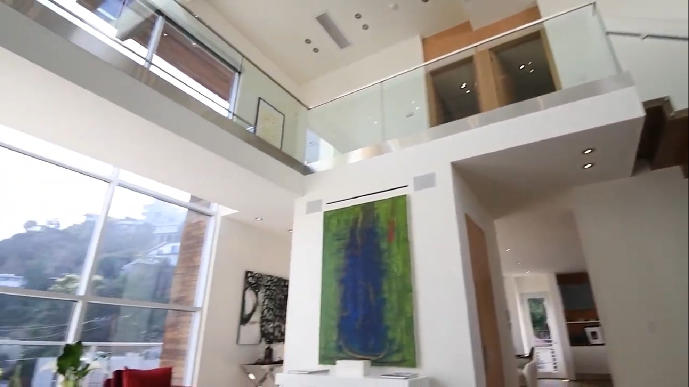 Interior rumah Crystal Hefner di Hollywood Hills. (Youtube/ Juliette Hohnen and Associates)