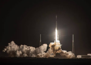 Roket Falcon 9 yang membawa satelit Indonesia Nusantara Satu. (Instagram/@spacex)