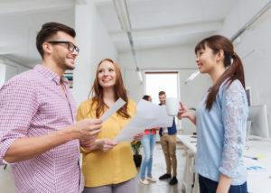 Teknik Komunikasi yang Efektif di Lingkungan Kerja (Shutterstock).