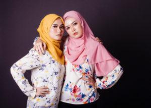 Beli hijab di online shop dapatkan harga menarik (Shutterstock)