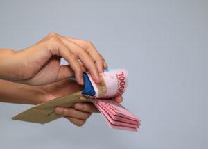 Mengalokasikan Uang THR dengan Bijak untuk Libur Lebaran (Shutterstock).