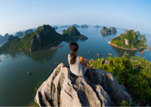 Halong Bay merupakan salah satu wisata Vietnam dan juga harta warisan dunia yang dilindungi oleh UNESCO (Shutterstock).
