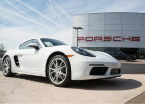 Mobil mewah juga dikoleksi oleh para diva dangdut Indonesia (Shutterstock).