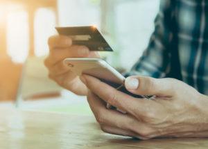 Kartu kredit sudah menjadi bagian gaya hidup masyarakat perkotaan saat ini (Shutterstock).