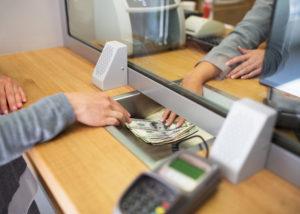 Menabung di bank menjadi salah satu alternatif yang banyak dipilih orang untuk mengamankan pundi-pundi kekayaannya (Shutterstock).