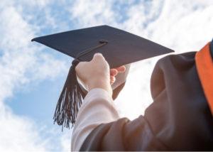 Biaya Kuliah Telkom University dan Universitas BUMN (Shutterstock).