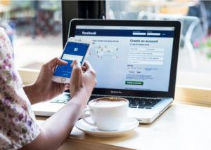 Facebook Cafe Jakarta (Shutterstock)